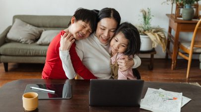 SCVi Charter School mom with children at laptop